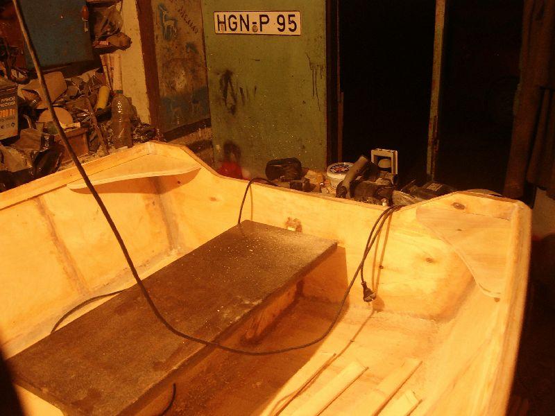 фанерная лодка с каютой